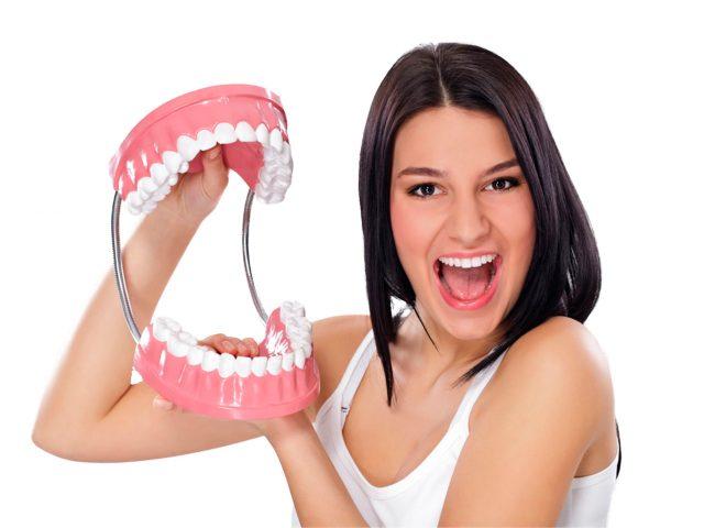 https://clinicaaoi.com/wp-content/uploads/2018/06/protesis-dental-removible-640x480.jpg